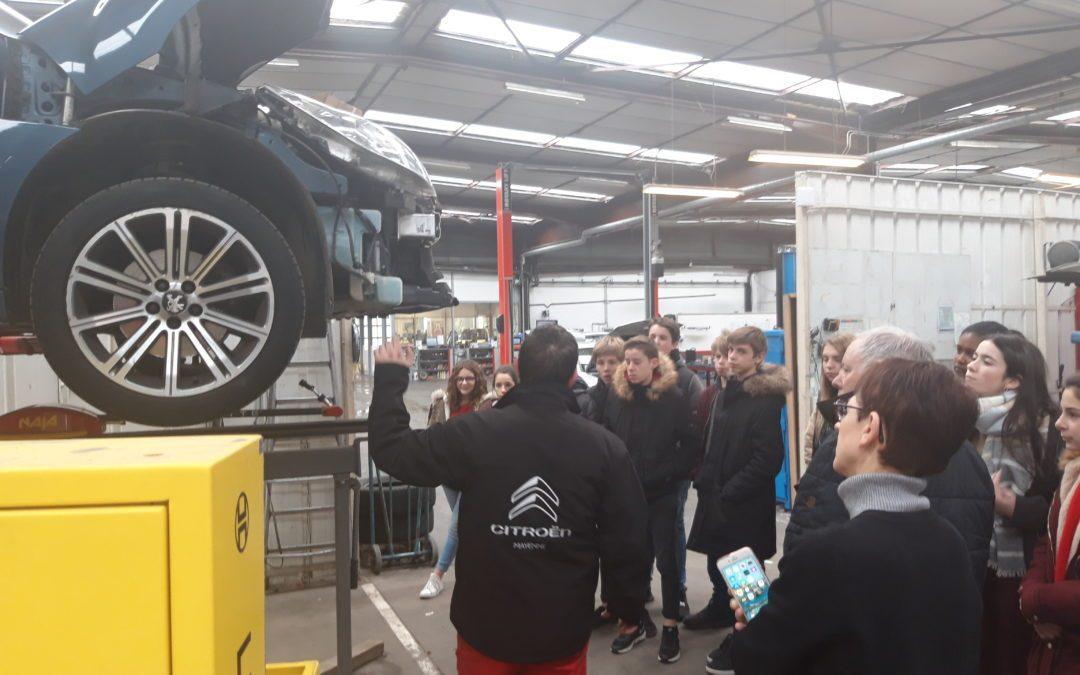 Découvrir les métiers de l'automobile : les 4èmes visitent une concession